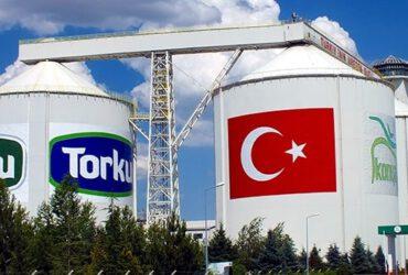 Benefit Süt Toplama Merkezi'nde kazanının içine girip süt banyosu yaptı: Skandal görüntülere Torku'dan açıklama